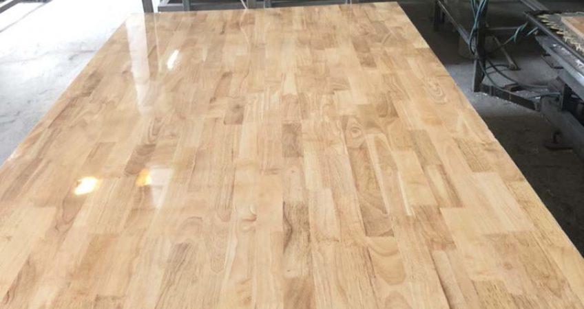gỗ thép thanh phủ keo bóng